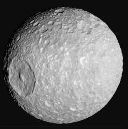 Tähdet ja avaruus: Cassini otti tarkimmat kuvat Mimas-kuusta